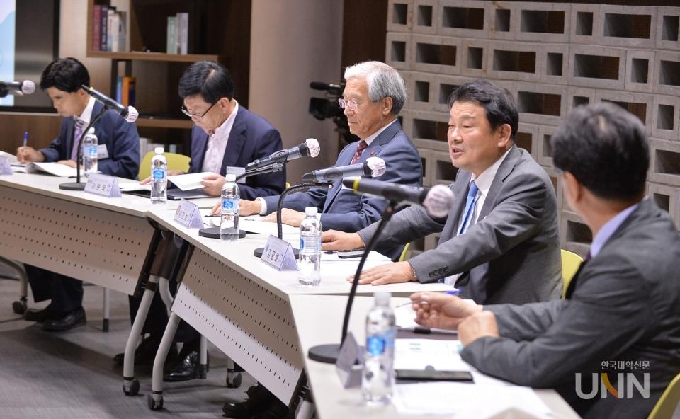 한국원격대학협의회는 최근 온라인으로 개최한 '대학원격교육지원센터 콘퍼런스'에서 논의된 일반대의 온라인 학위 과정 허용 계획에 대해 즉각 철회할 것을 교육부에 요청했다. (사진= 한국대학신문 DB)